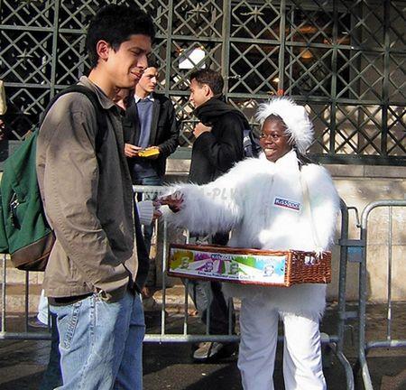 vêtement publicitaire - vêtement en situation, opération de street marketing